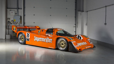 Porsche 962 orange 3/4 avant droit
