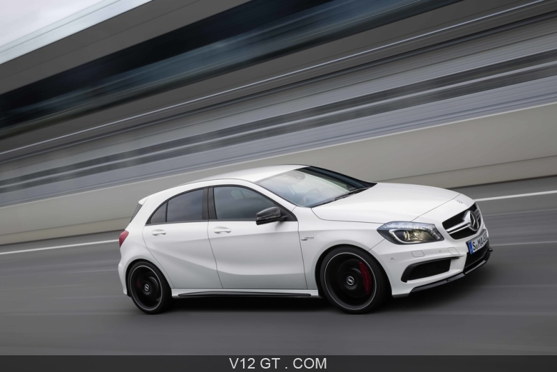 mercedes a45 amg blanc 3 4 avant droit travelling pench amg photos gt les plus belles. Black Bedroom Furniture Sets. Home Design Ideas
