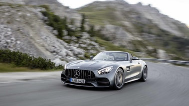 Mercedes AMG GTc anthracite mate 3/4 avant gauche travelling