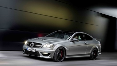 Mercedes C63 AMG Coupe Edition 507 anthracite satiné 3/4 avant gauche travelling penché