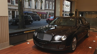Bentley Continental Flying Spur Linley noir 3/4 avant gauche