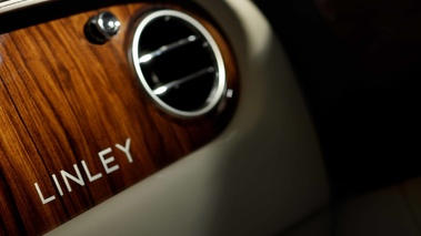 Bentley Continental Flying Spur Linley noir logo tableau de bord