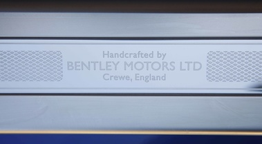 Bentley Continental GTC 2011 bleu plaque pas de porte
