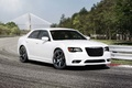 Chrysler 300C SRT-8 blanc 3/4 avant droit 2