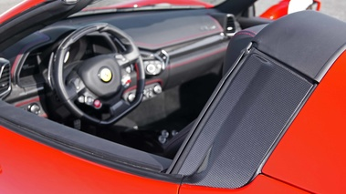 Ferrari 458 Spider rouge carbone