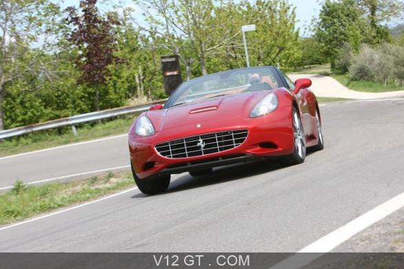 Ferrari California MY2012 rouge 3/4 avant gauche penché ...