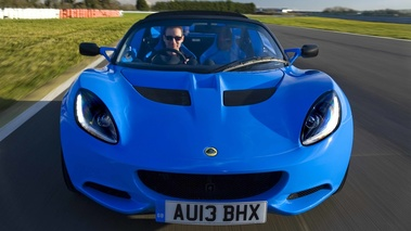 Lotus Elise S Club Racer bleu face avant travelling