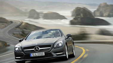 Mercedes SL500 R231 anthracite mate 3/4 avant gauche travelling penché