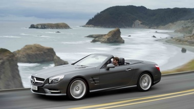 Mercedes SL500 R231 anthracite mate 3/4 avant gauche travelling