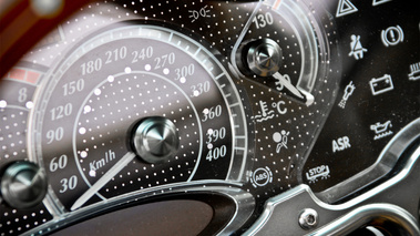 Pagani Zonda F Roadster carbone compteur
