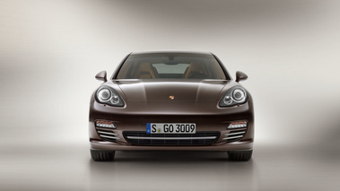 Porsche Panamera Platinum Edition - marron - face avant
