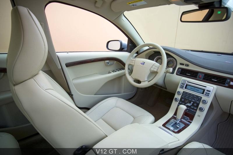Volvo-S80-V8-gris-interieur_zoom