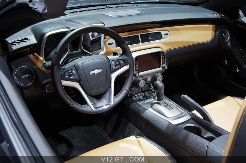 Mondial de l 39 automobile de paris 2012 chevrolet camaro for Chevrolet interieur
