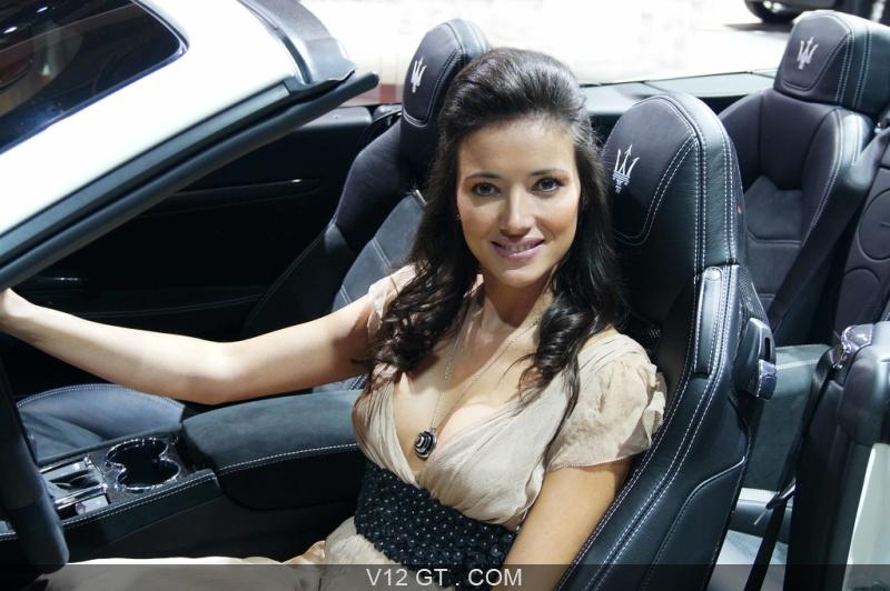 Mondial de l 39 automobile de paris 2012 h tesse maserati for Hotesse dans les salons