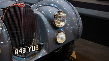 Rétromobile 2017 - Bugatti Type 57 SC Atlantic anthracite phares avant