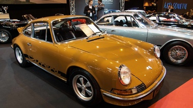 Rétromobile 2017 - Porsche 911 Carrera 2.7 RS marron 3/4 avant droit