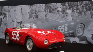RM Auctions - Paris 2018 - Ferrari 166 MM Spider rouge 3/4 avant droit