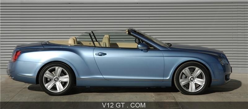 bentley continental gtc ce cabriolet dispose d 39 une capote en toile classique. Black Bedroom Furniture Sets. Home Design Ideas