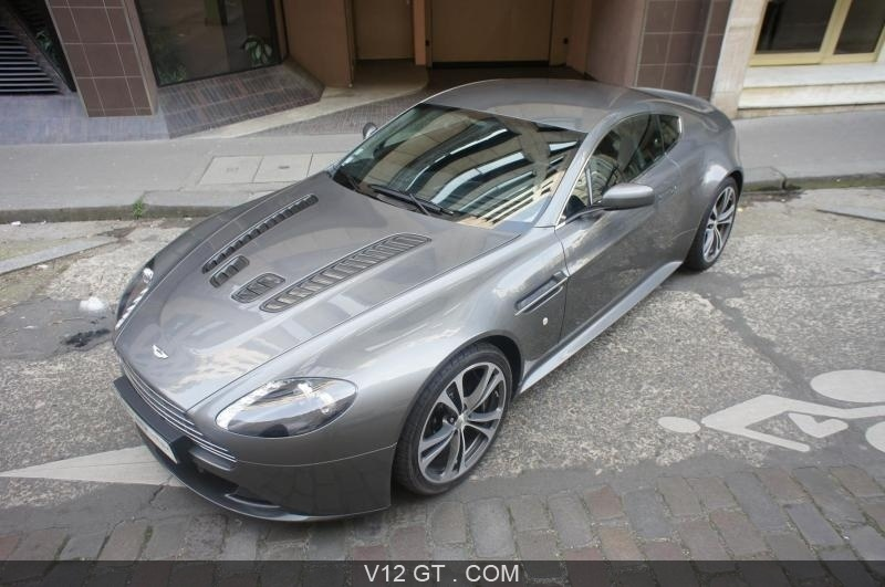 aston martin v12 vantage vendu 2009 petites annonces. Black Bedroom Furniture Sets. Home Design Ideas