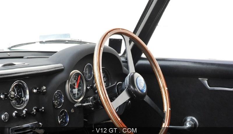 Aston martin db4 gt zagato vendu 1960 petites annonces for Interieur 1960